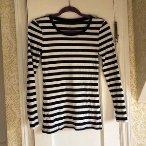 Gap black/white striped favorite fit tee